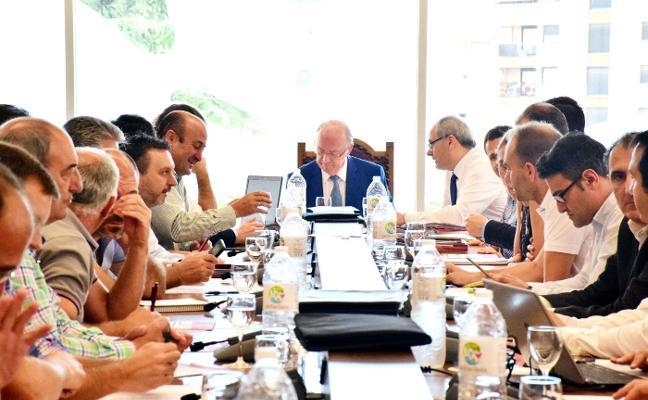 Rioja aplaza al martes el pleno sobre la paralización de nuevas plantaciones