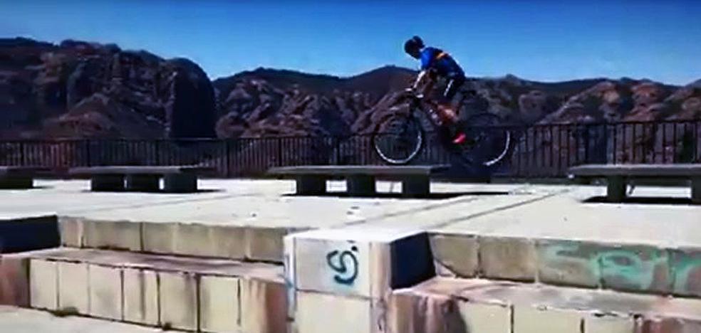 Las acrobacias de Carlos Coloma