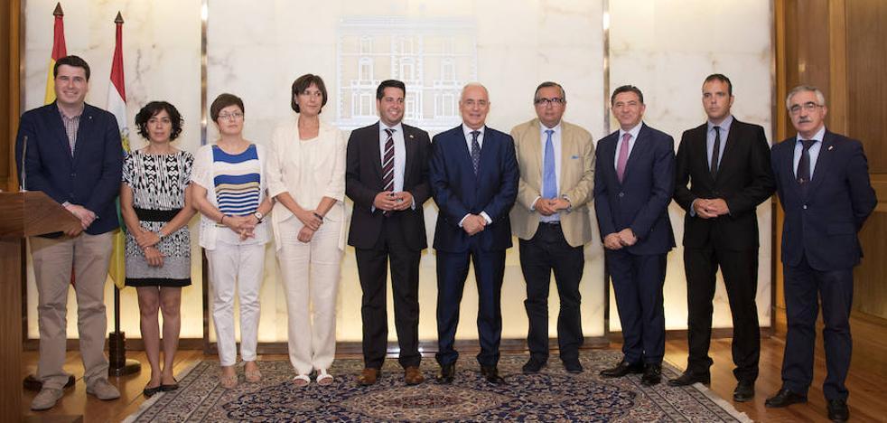 Ceniceros defiende «la estrecha colaboración entre el Gobierno y los municipios»