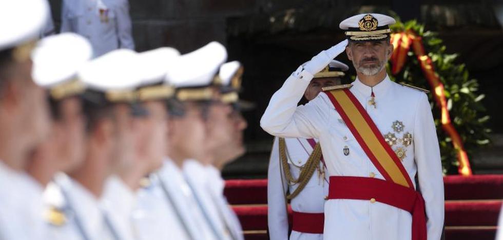 El Rey entrega en Pontevedra los Reales Despachos a 196 nuevos oficiales de la Armada