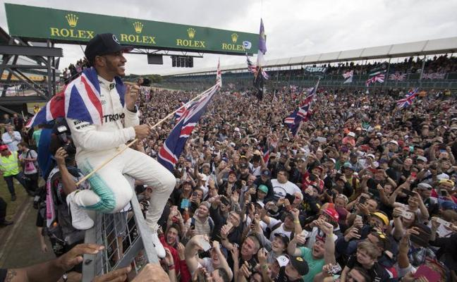 Un Hamilton perfecto acecha el liderato