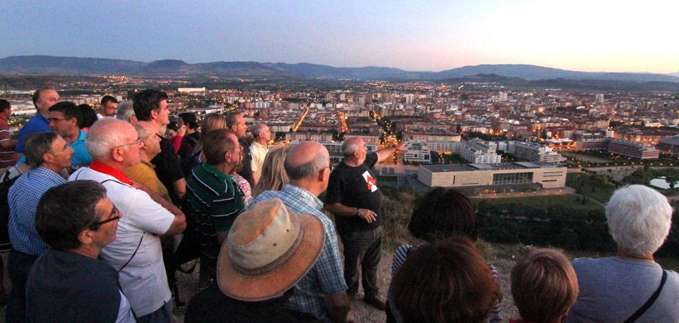 Con la vista alzada al monte Cantabria