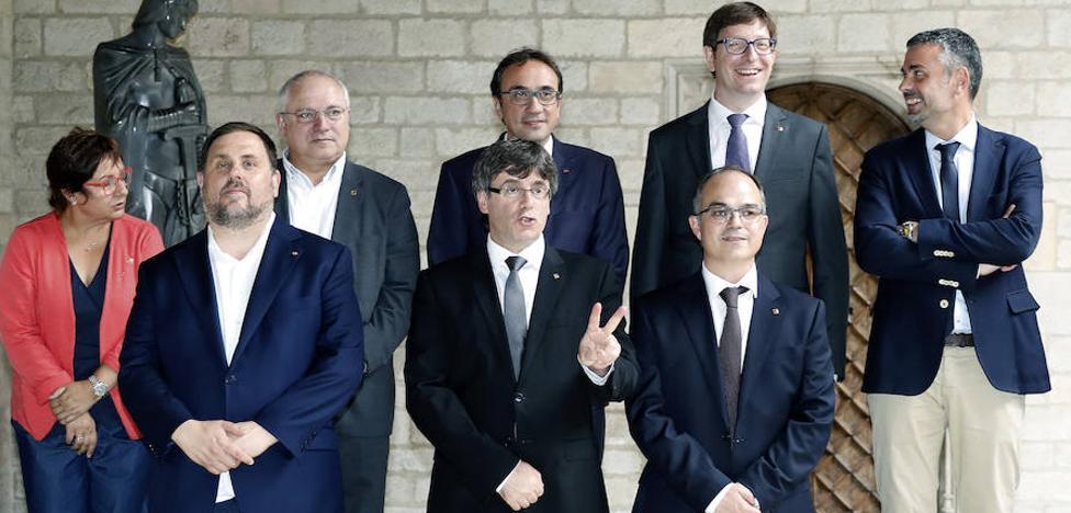 Los relevos de Puigdemont en su Gobierno no cierran la crisis de los independentistas