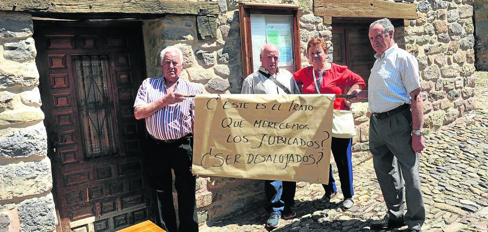 Los jubilados desalojados de Jalón piden que se revierta la clausura de su local