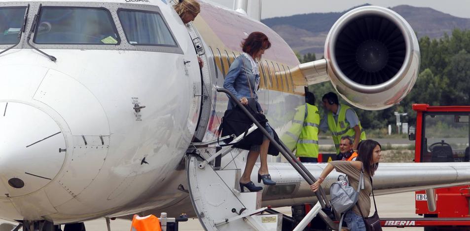 El primer vuelo veraniego a Palma de Mallorca despegará lleno el domingo