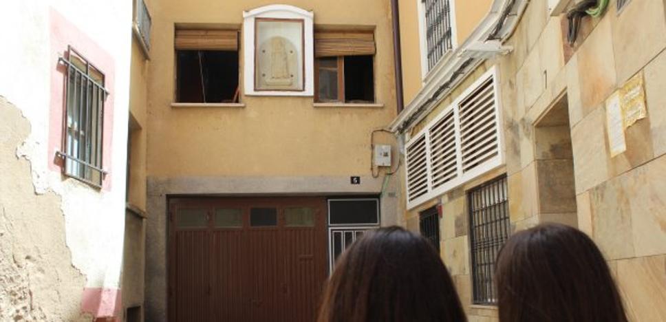 Un vecino de Calahorra pide retirar la imagen de San Antón en la hornacina de su casa por achacarle mala suerte
