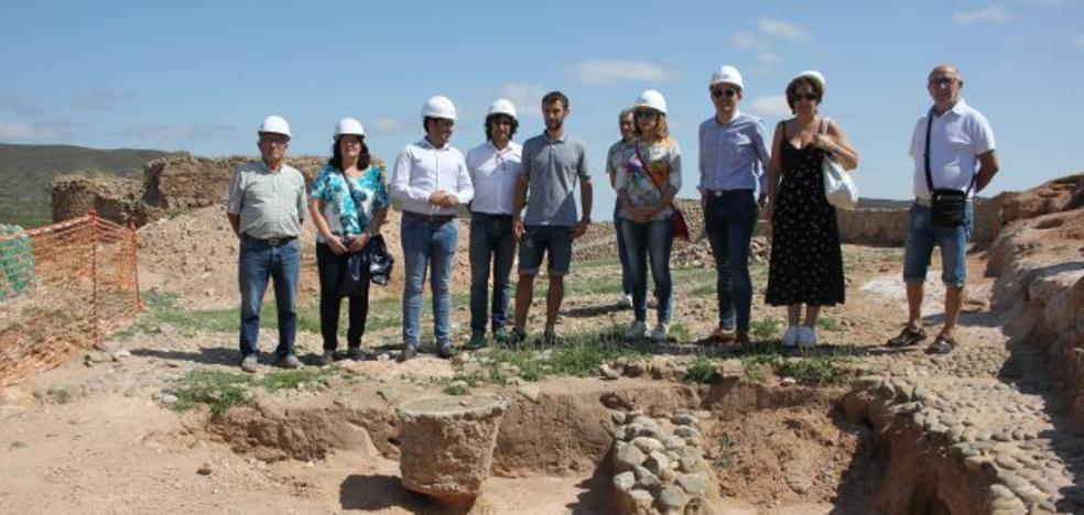 El hallazgo de dos tumbas árabes amplía la historia del castillo milenario de Arnedo