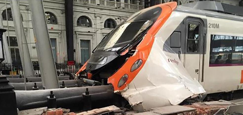 Un total de 56 heridos, uno grave, tras el choque de un tren en Barcelona