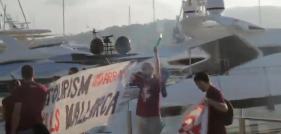 Nuevo ataque de Arran contra el turismo en el puerto de Palma