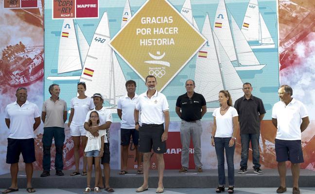 El Rey homenajea a los regatistas de Barcelona'92