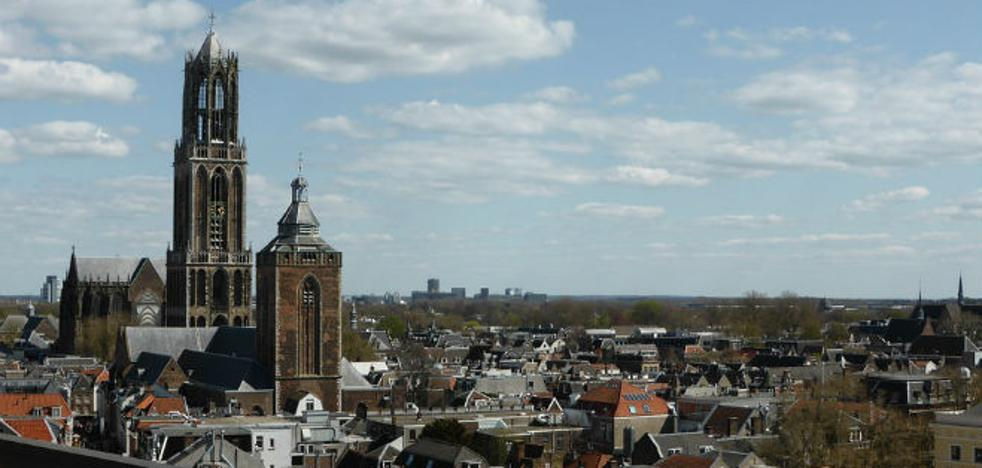 Utrecht, urbe histórica y monumental situada entre canales