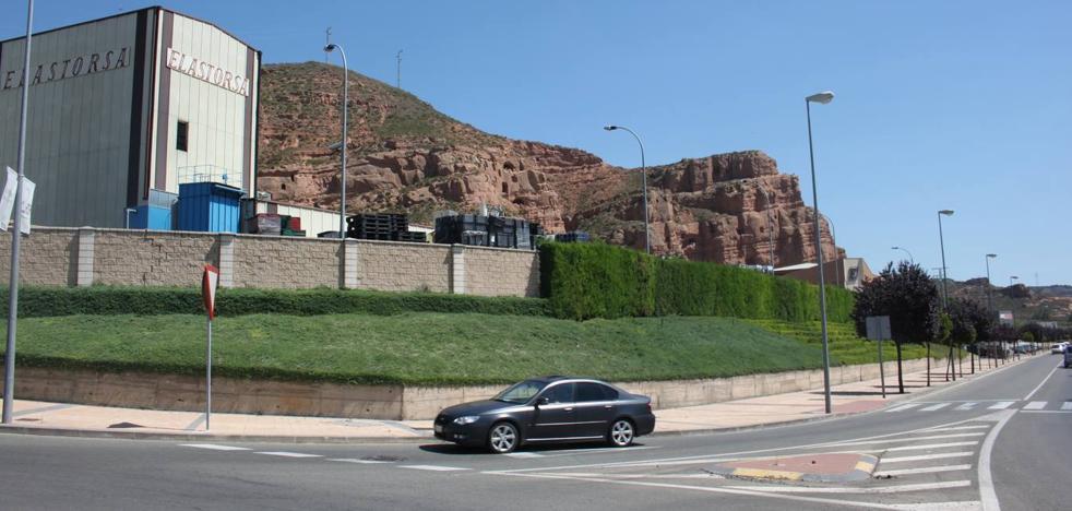 Elastorsa modificará el terraplén verde de la acera para ampliar su patio exterior