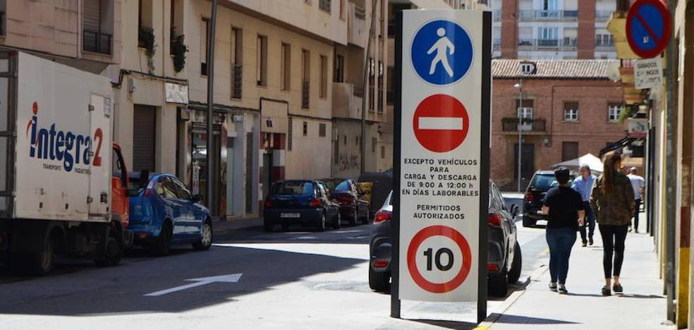 El Consistorio convierte en peatonal un tramo de la calle Paletillas sin previo aviso