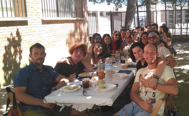 Un concurso de lanzamiento de azada abrió la fiesta de verano de Igeensis