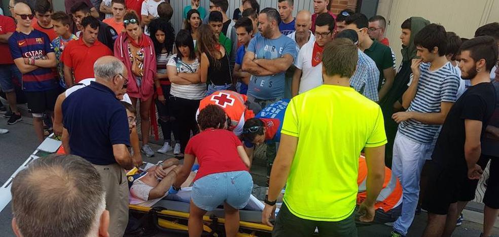 Un corredor francés sufre una cogida en el encierro de Alfaro