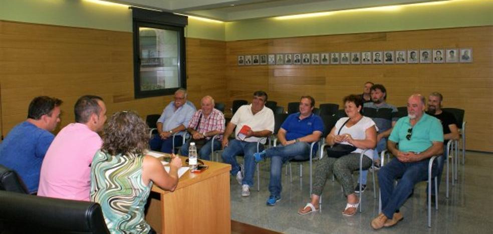 Trece ayuntamientos pedirán reunión al Consejo de Salud y a la consejera