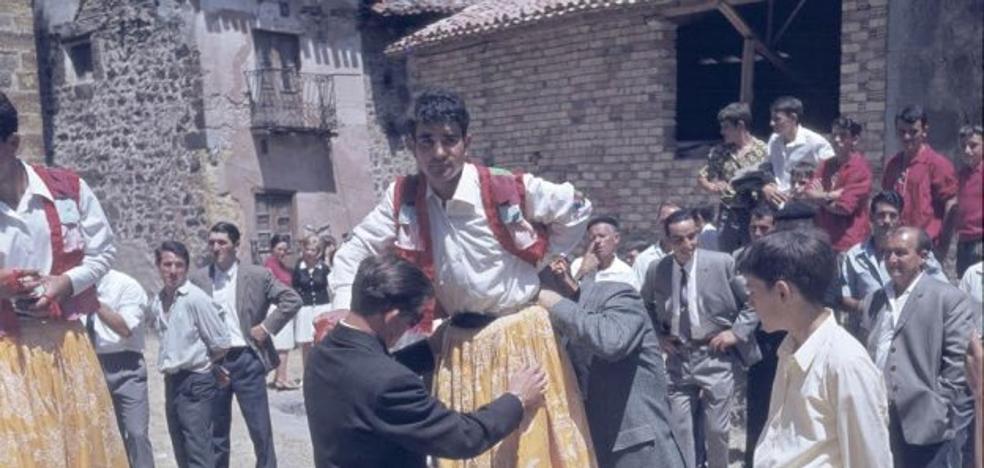 La Retina: Imágenes de fiestas antiguas de Anguiano