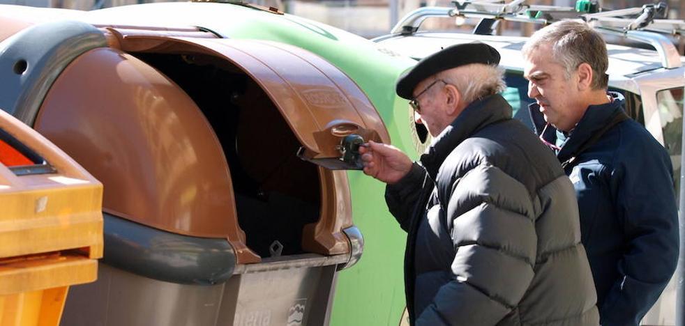 Antoñanzas culpa a Ruiz Tutor de no hacer «el esfuerzo suficiente» en el fracaso del contenedor marrón