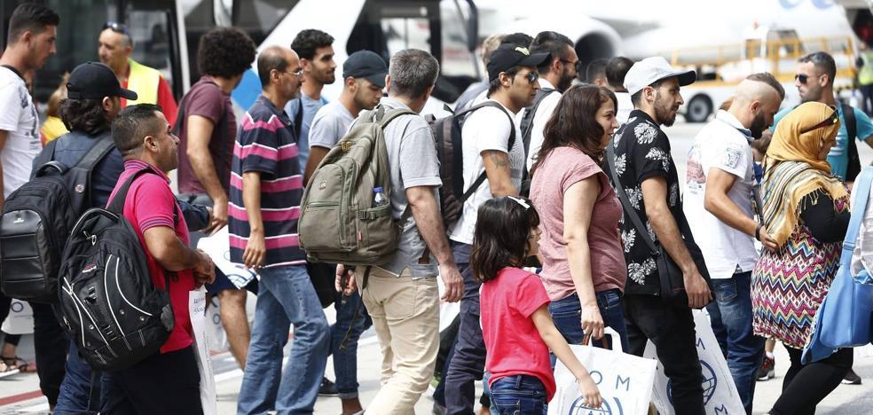 La Rioja acogerá a 9 refugiados del grupo de 164 llegado hoy a España