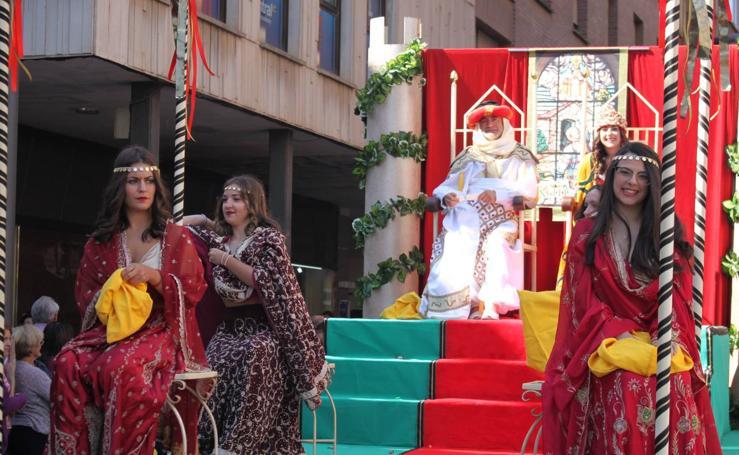 Desfile de inauguración del Mercado Kan del Vico en Arnedo