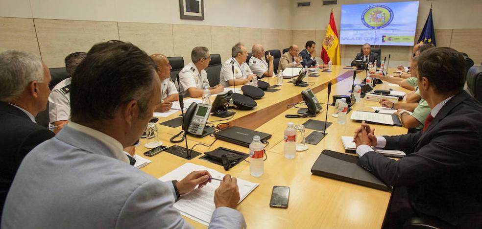 Interior mantiene el nivel 4 de alerta antiterrorista tras reunirse con los Mossos