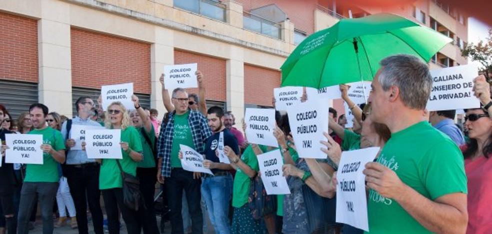 Vecinos de Los Lirios piden a Educación que fije una fecha de inicio de las obras del colegio