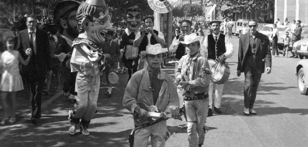 Aquellas fiestas: desfile por El Espolón