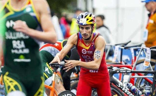 Mario Mola revalida su título mundial
