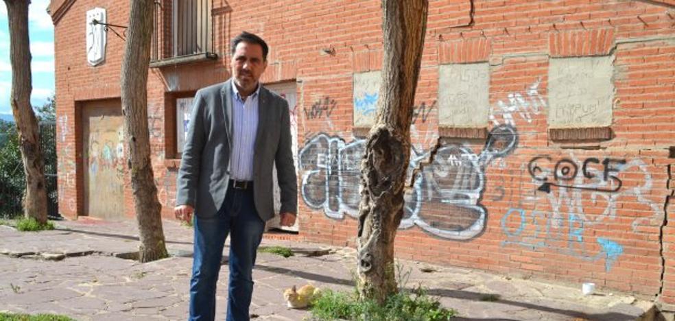 García critica que el estado «deplorable» de la plaza de la Verdura «va a peor»