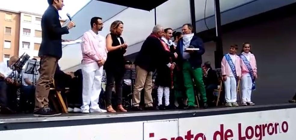 """El Grupo de Danzas de Logroño recibe el galardón """"Ciudadano Logroñés"""""""