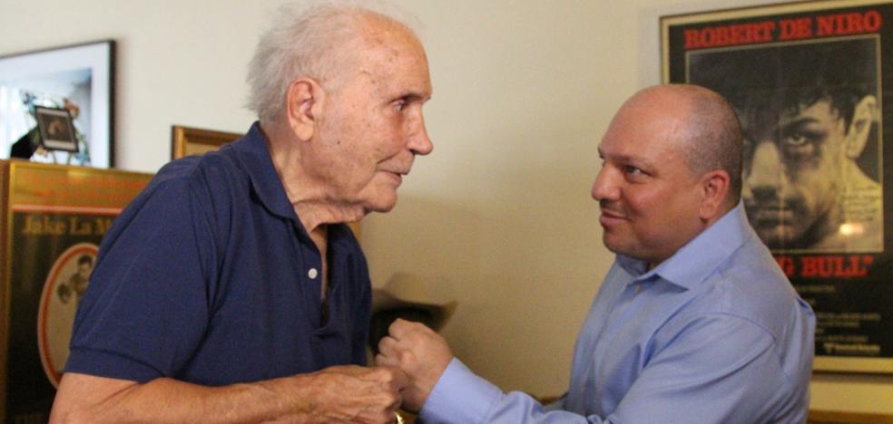 Jake LaMotta, boxeador que inspiró 'Toro salvaje', muere a los 95 años