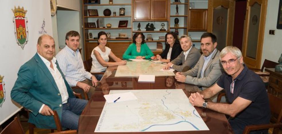 Andreu califica las líneas de alta tensión como «agresión flagrante al patrimonio»