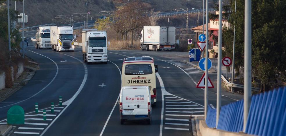 Fomento confirma que el acuerdo de mejora para la movilidad de la N-232 beneficia sólo «a determinados vehículos pesados»