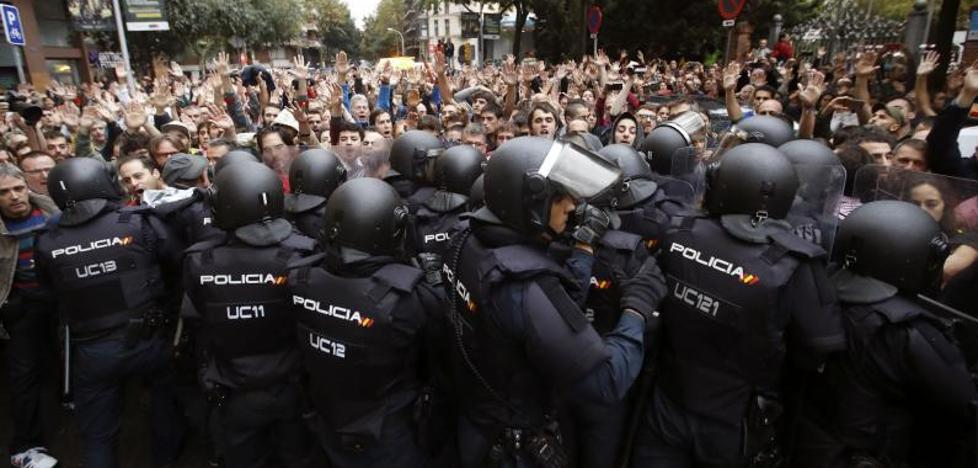 Hoteles catalanes echan a la calle a 500 policías y guardias civiles