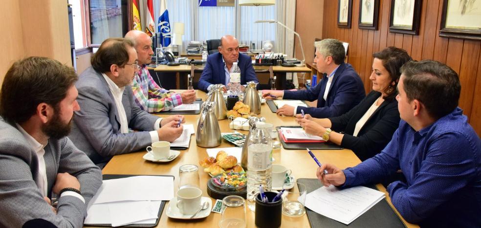 El PSOE defiende ante la FER un pacto por las infraestructuras