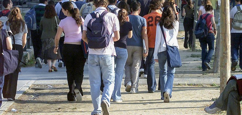 Más de 70.000 universitarios se quedan sin beca o la ven reducida al haber subido la nota exigida