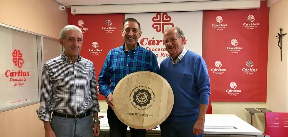 Cáritas premia al agricultor Ramón Crespo por sus buenas prácticas con los temporeros