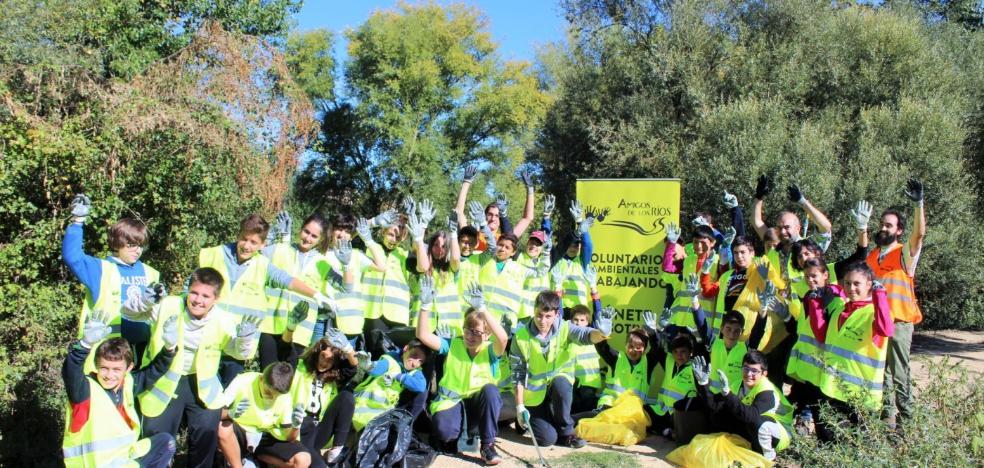 La campaña 'Amigos de los Ríos' inicia la limpieza en la ribera del Tirón de Haro