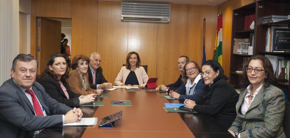 Salud firma convenios con siete asociaciones de pacientes