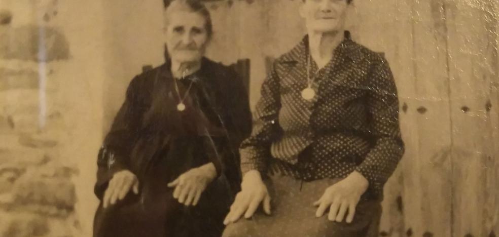 La Retina: dos hermanas de Navajún hace 77 años