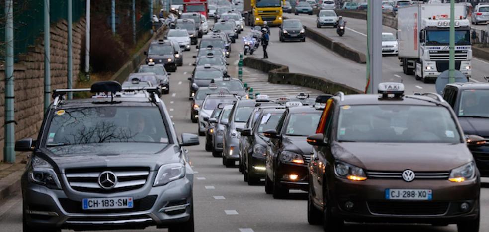 París pretende eliminar la circulación de coches diésel en 2024 y de gasolina en 2030