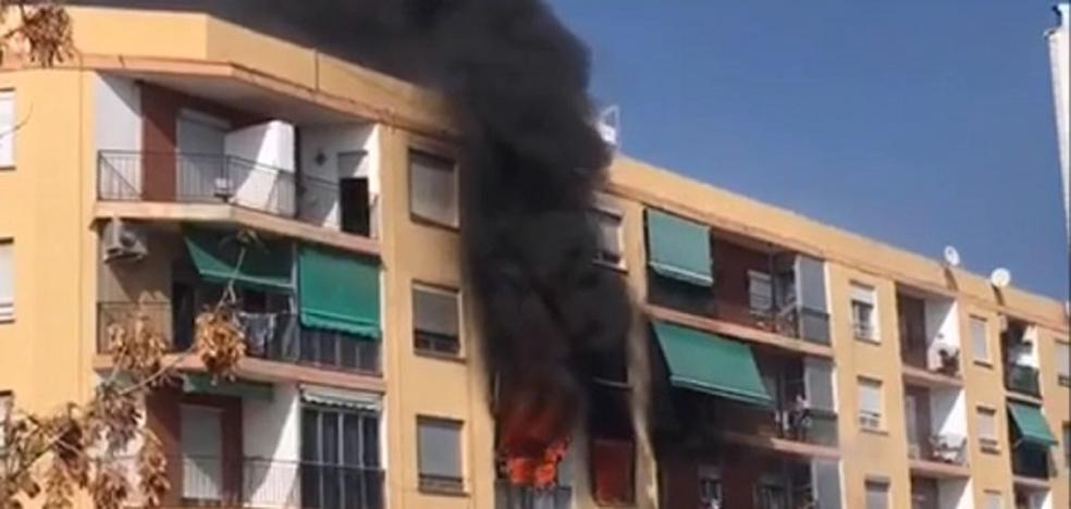 Un muerto y cuatro heridos en el incendio de una vivienda en Puzol
