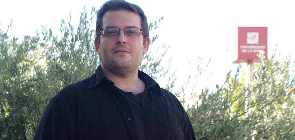 Alfredo Martínez obtiene el grado de doctor por la UR con una tesis sobre asistencia social en la región