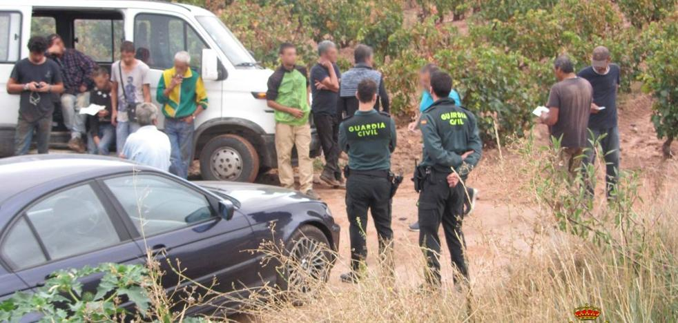 15 euros por 10 horas: cae una red de explotación de temporeros en La Rioja