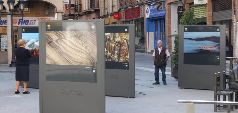 Exposición fotográfica en la plaza de Vico