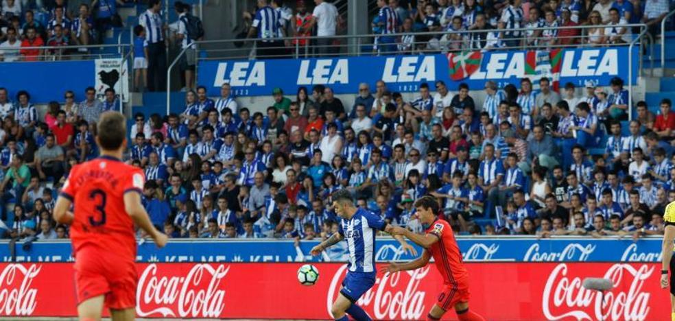 La Real Sociedad mantiene en el pozo al Alavés
