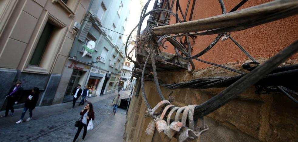 Al Casco Antiguo se le cruzan los cables