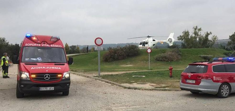 Un vecino de Calahorra herido grave al caerle un coche en una chatarrería de Falces