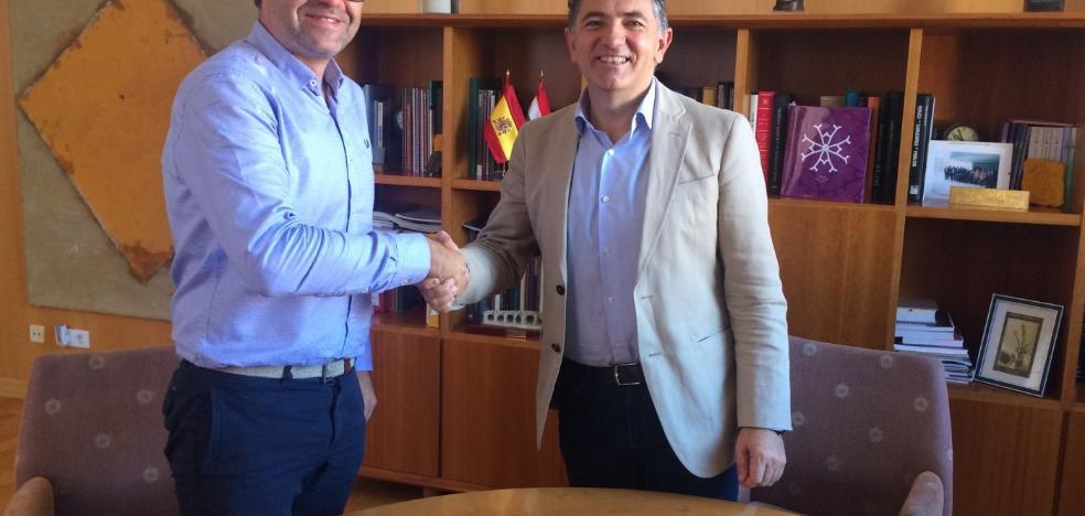 La firma del contrato prologa las obras en la travesía de Ezcaray