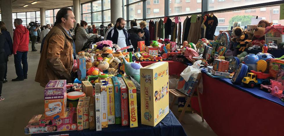 Inaugurado el 'Rastrillo Solidario' de Cáritas